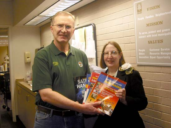 Lee, AF4IA presents books to Sandy Springs library